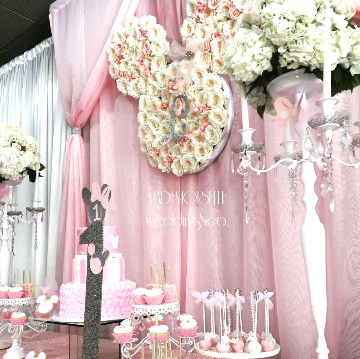 IMG_E4537-slatki sto-dekoracija rodjendana-dekoracija za krstenje-kolacici-nezno roze zlatna dekoracija slatkog stola-svecnjaci- ruze