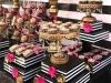IMG_E4509-slatki sto-crno pink slatki sto-crno bele pruge-crno zlatna dekoracija slatkog stola-dekoracija rodjendana