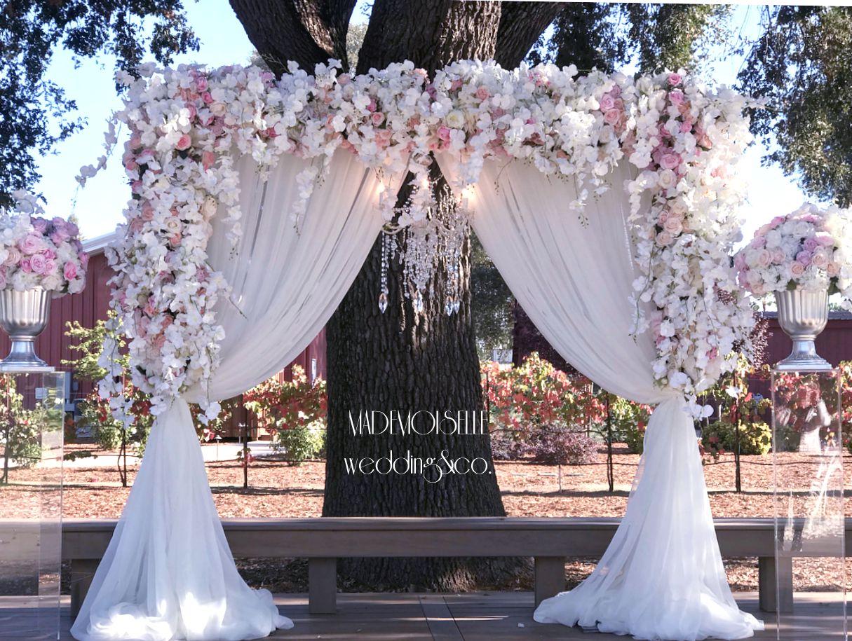 IMG-3743-baldahina za vencanje-roze i belo cvece-orhideje-rajska vrata-vencanje u prirodi-vencanje na otvorenom-dekoracija vencanja