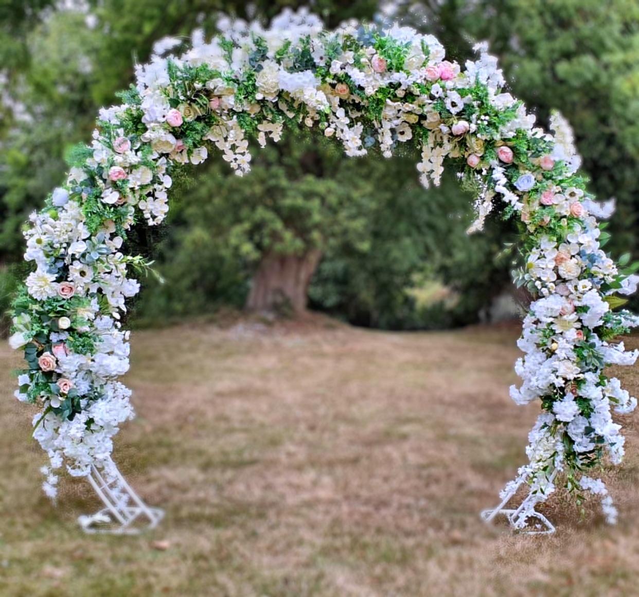 cvetni luk za ceremoniju vencanja